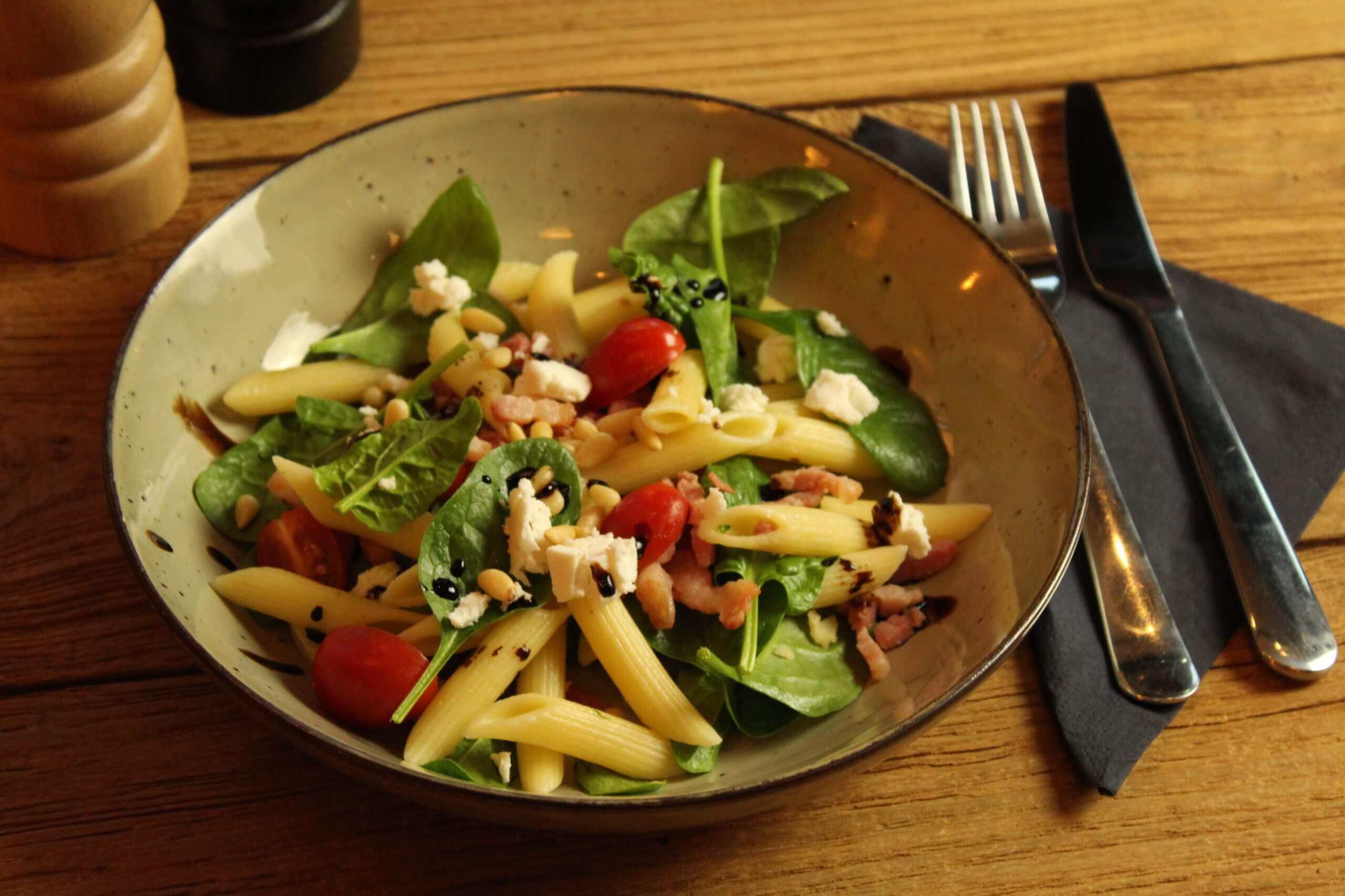 Pasta salade spinazie