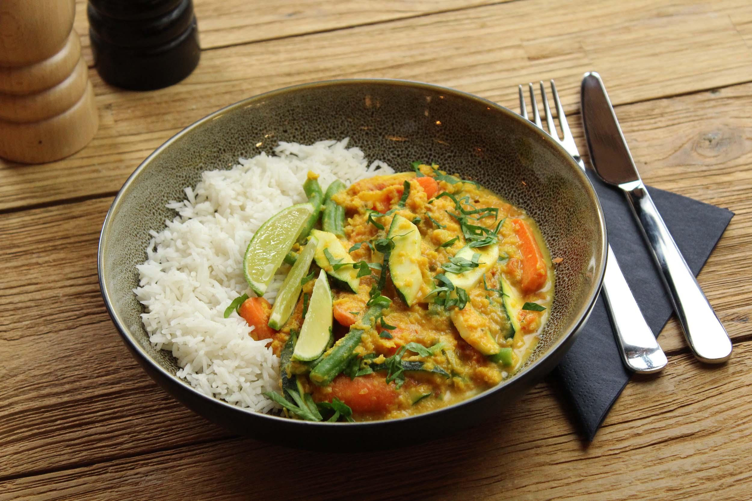 Huisgemaakte currysaus